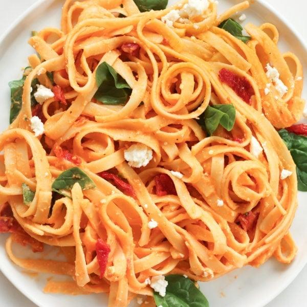 20 Minute Creamy Red Pepper Pasta | (Vegan, One Pot)